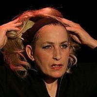 Le donne difficili di Claire Dowie al Teatro Due. La storia rivive ai Castelli