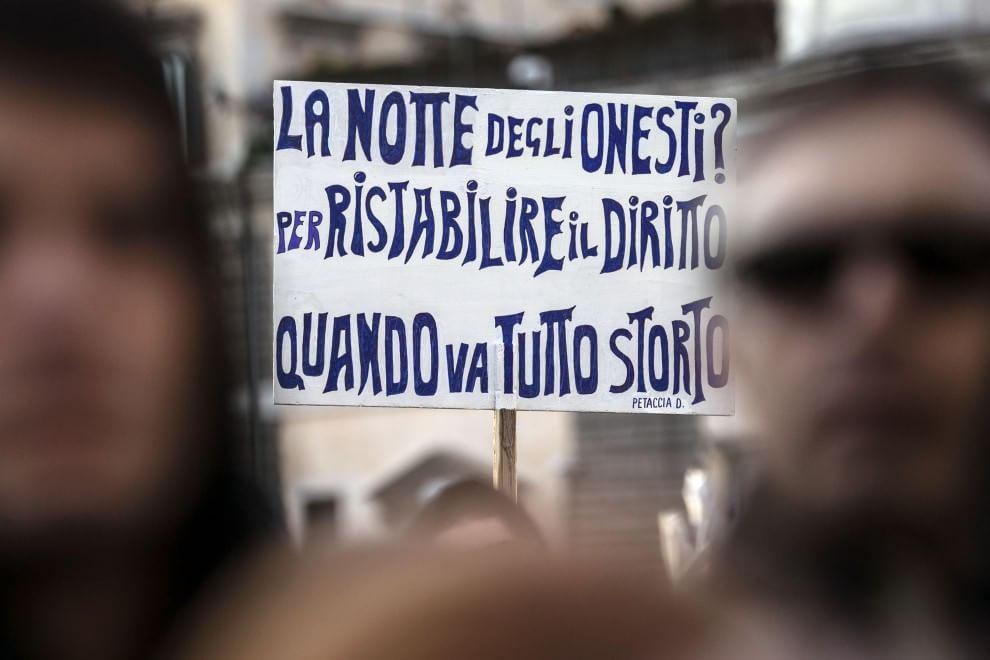 """Cinque Stelle in piazza per la """"Notte dell'onestà"""""""