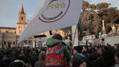 """Bandiere e striscioni in piazza del Popolo    per la """"Notte dell'onestà"""" dei 5 Stelle    Ft1   -   2"""