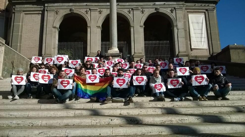 Unioni civili, flash mob Roma Pride in Campidoglio