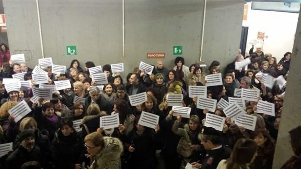 """Protesta dei cancellieri e ufficiali giudiziari: """"Troppo ..."""