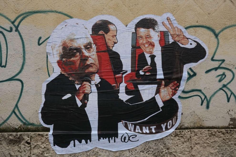 Roma, il presidente Mattarella con Renzi e Berlusconi in un'opera di street art
