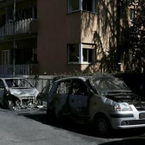 Montesacro, roghi nella notte: bruciate decine di auto