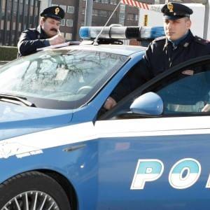 Viale del Policlinico, donna picchiata e rapinata alla fermata del bus