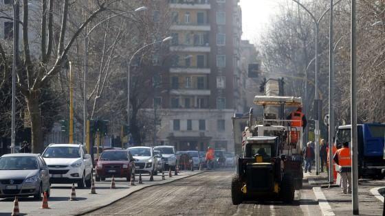 """Viabilità, addio strade groviera. Al via il piano buche: """"Al lavoro di domenica. E nei cantieri il dispay contatempo"""""""