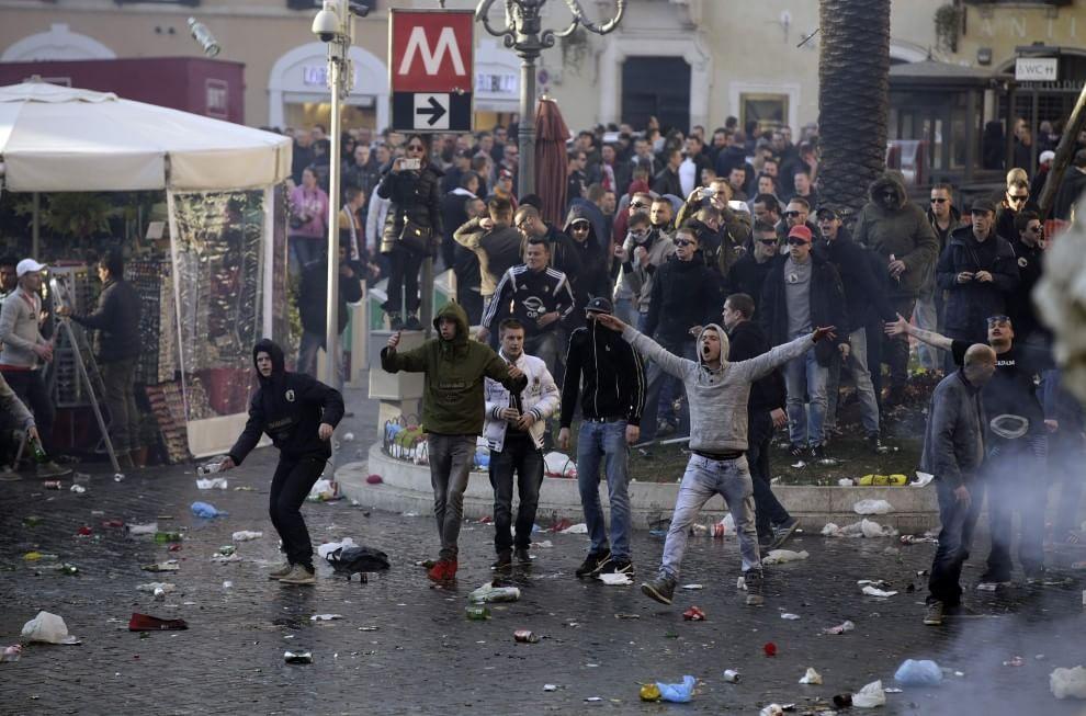 Europa League, follia ultras nel centro di Roma
