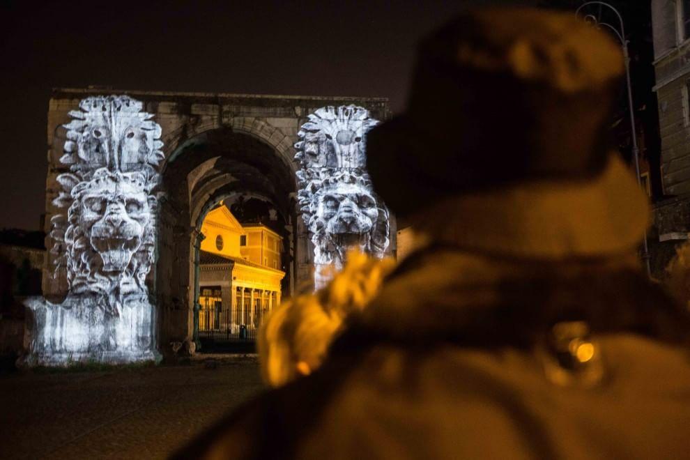 Luci e storia, l'antica Roma sull'Arco di Giano