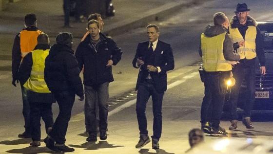 Lieve infortunio alla testa per James Bond, ora una pausa dal set romano: Craig torna in Inghilterra