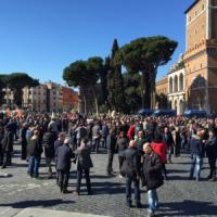 """Protesta Ncc, traffico rallentato sulla Roma-Fiumicino e in centro: """"No alla delibera..."""