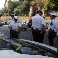 Corruzione, altri quattro arresti al Comune di Roma, c'è anche un vigile: mazzette per...