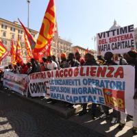 Esquilino, i rifugiati in piazza: 'Non siamo merce, ma vittime di Mafia Capitale'
