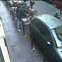 Con le tenaglie nei vicoli di Trastevere, in azione i ladri di biciclette: tre denunciati