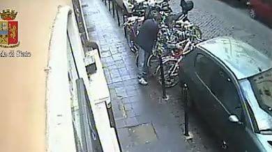 Con le tenaglie nei vicoli di Trastevere in azione i ladri di biciclette   Video