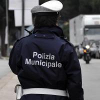 Roma donna investita da un pirata della strada: è grave