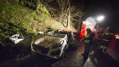 Maltempo, crolla un albero: un morto      travolto da una quercia mentre guidava