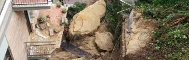 Monteverde, una parte di collina frana  su una palazzina: danni ma nessun ferito    Foto