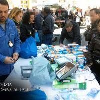 Mercato di Porta Portese, blitz dei vigili: maxi-sequestri e multe