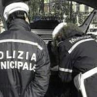 Tor Bella Monaca, a fuoco due auto dei vigili urbani