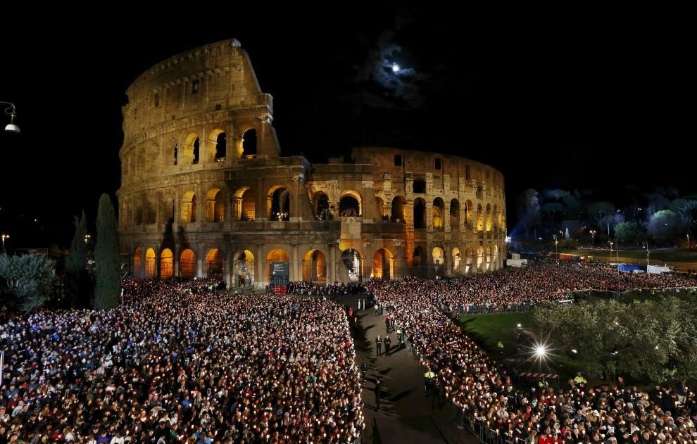 Roma, il rito della Via Crucis