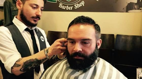 """Forbici e pennello, tornano i """"barber shop"""""""