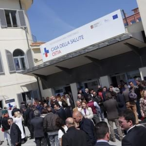 Ostia, Zingaretti inaugura la Casa della Salute. E Marino riunisce la giunta in municipio