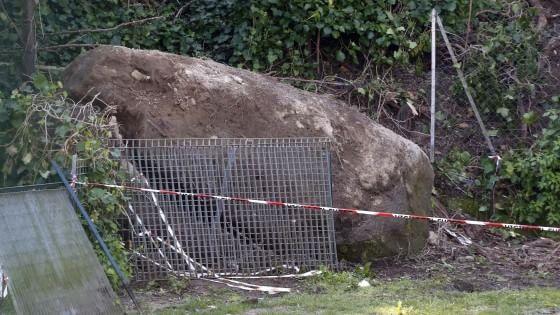 Roma, si stacca un masso dalla collina: travolto e ucciso un 71enne