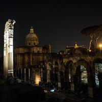 Fori Imperiali, le Colonne del Tempio della Pace e il viaggio notturno nel