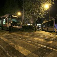 """Scontro sulla Gianicolense, c'è un testimone: """"Il bus è passato con il rosso"""""""
