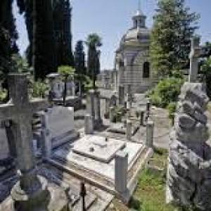 """Verano, tornano in concessione mille tombe del cimitero: sepolture anche ai non """"famosi"""""""