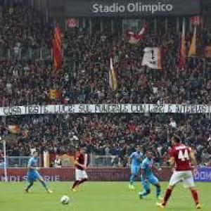 Olimpico, striscioni contro madre Ciro Esposito: indagati 4 tifosi giallorossi
