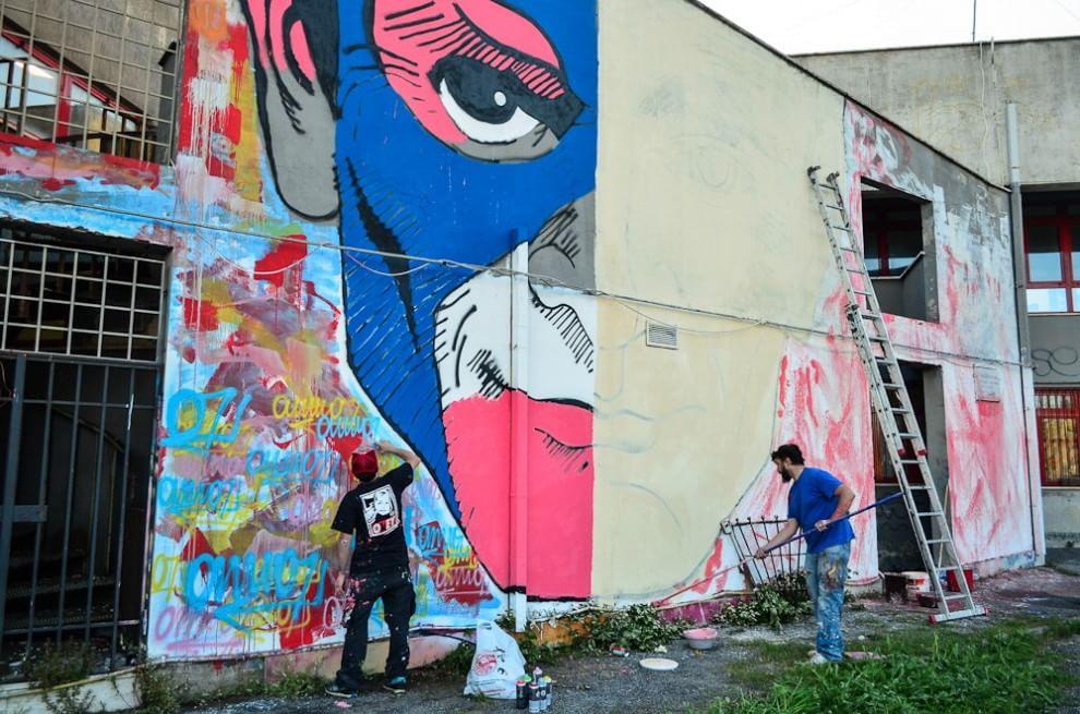 Ostia, Pasolini come un supereroe: street artist al lavoro sul litorale