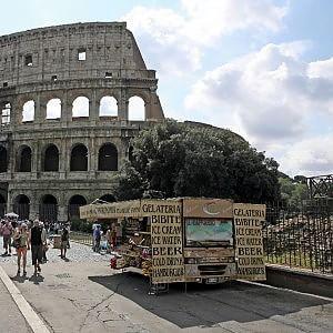 Dai Fori al centro, il 22 giugno il Campidoglio sfratta i camion bar