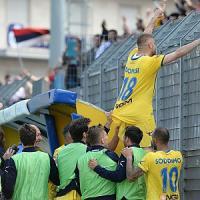 Festa a Frosinone, la squadra conquista la serie A: