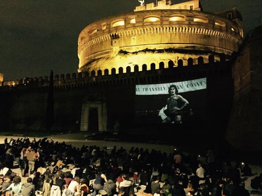 """Castel Sant'Angelo, in 2mila alla proiezione """"pirata"""" del Rocky Horror Picture Show"""