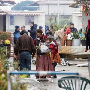 Via di Salone, vigile aggredito durante i controlli in un campo rom