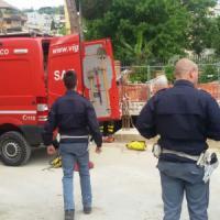 Ponte Milvio, entra in un cantiere e si lancia dalla gru: morto un 30enne