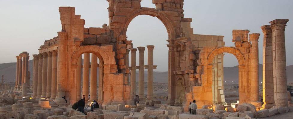 """L'Is conquista Palmira. Unesco: """"Già distrutti alcuni monumenti"""". Casa Bianca """"preoccupata"""". Hollande: """"Dobbiamo agire"""""""