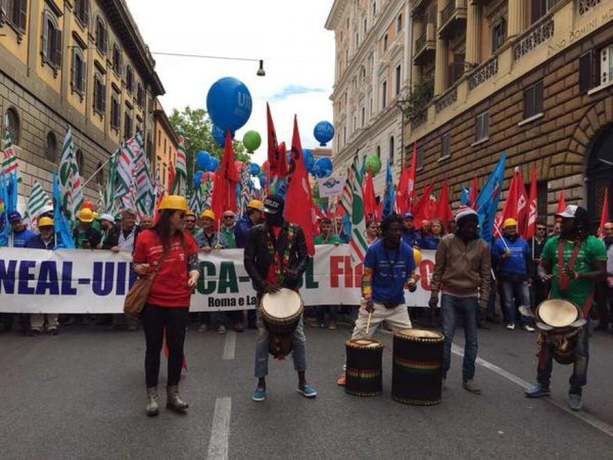 Roma, sindacati in corteo contro il sindaco Marino