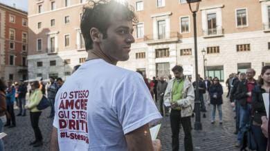 Sentinelle in piedi, al sit in   tensione con attivisti Lgbt    Foto