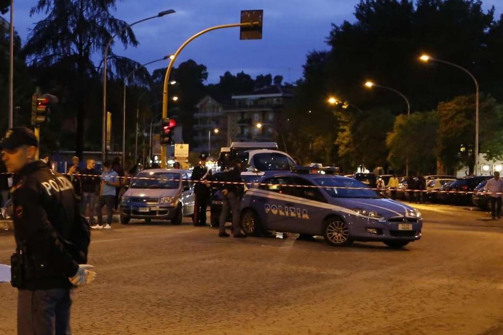 Roma, auto non si ferma allo stop: una donna morta e otto investite e ferite