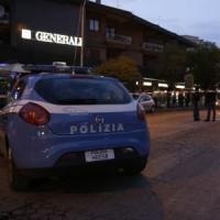 Auto travolge passanti a Roma, arrestata 17enne. E' ancora caccia ai due