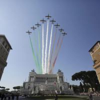 2 Giugno, la prima parata con Mattarella ai Fori tra bandiere, applausi e frecce tricolori
