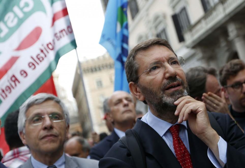 Mafia Capitale, in piazza Santi Apostoli la fiaccolata della legalità