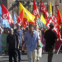 Scuola in piazza a Roma contro il ddl, tensione dopo la fiducia