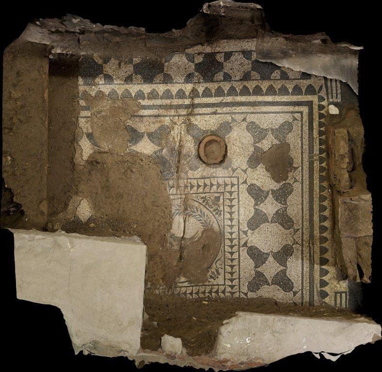 Scoperta all'Aventino la domus dei mosaici. Stop al palazzo dei vip