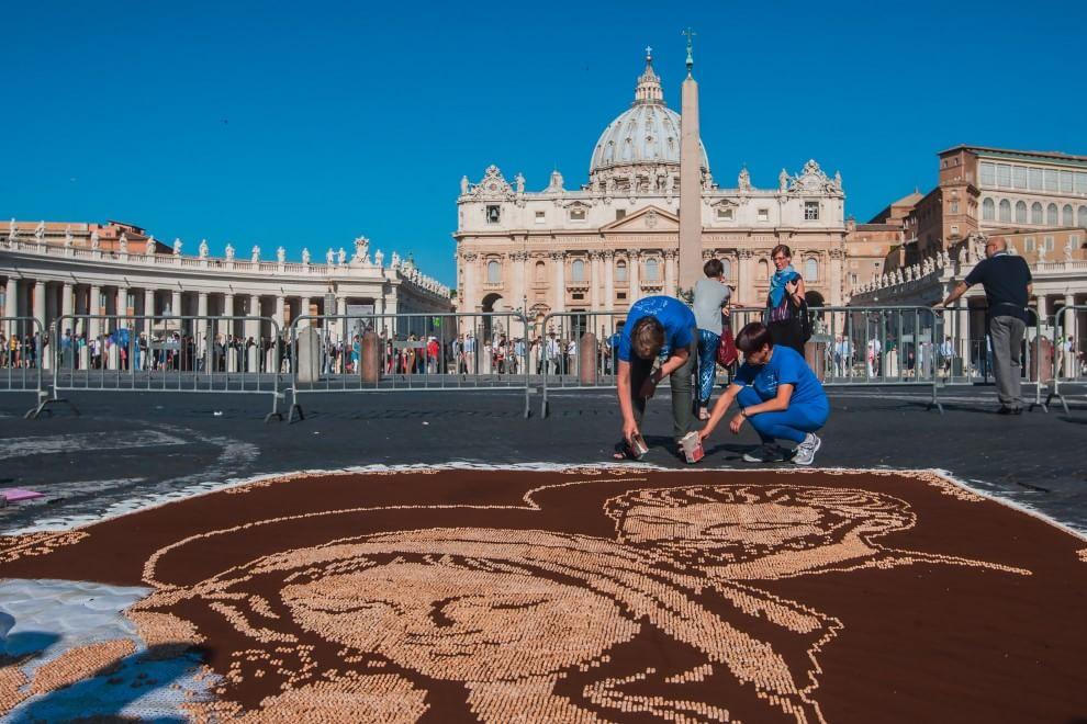 Piazza San Pietro, torna l'Infiorata