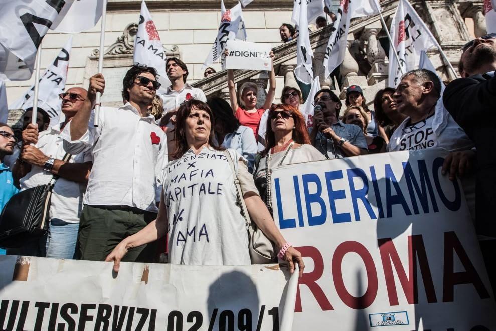 """Campidoglio, in piazza la protesta di Marchini: """"Marino game over, nuove elezioni"""""""