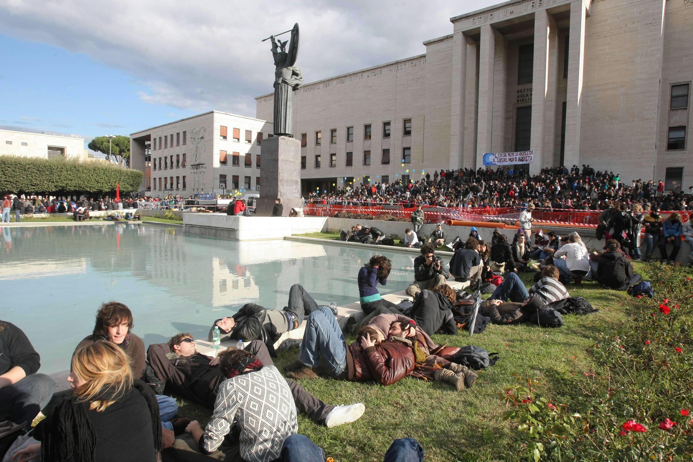 2020 quantità limitata vestibilità classica Alla Sapienza tasse giù del 20%. Pagherà meno uno studente ...
