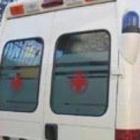 Infernetto, ambulanza si ribalta dopo scontro con suv