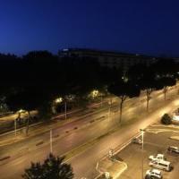 Automezzo Ama nella notte si ribalta su tre auto, un morto e 4 feriti